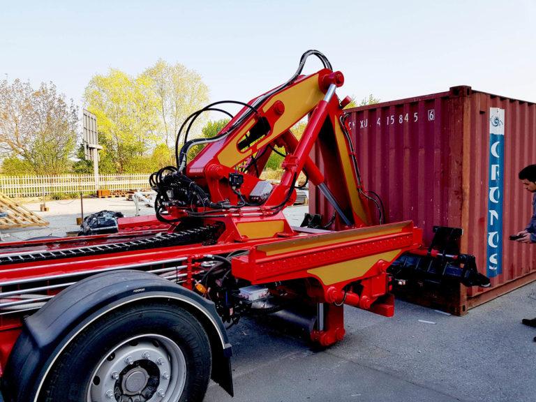 è possibile scaricare rapidamente a terra il container, facilitando di molto le operazioni di carico e scarico delle merci.