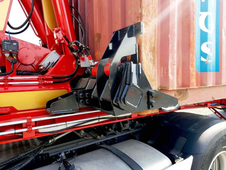 Scarico e carico container trasporto su gomme